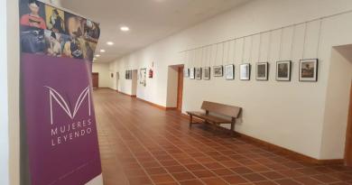 """Exposición """"Mujeres Leyendo"""" en el Ayuntamiento de Huete"""